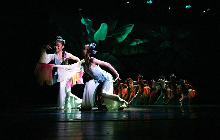 剧场歌舞团演出 剧场歌舞团走秀清 沿海剧场歌舞团 剧场歌舞团 剧场歌